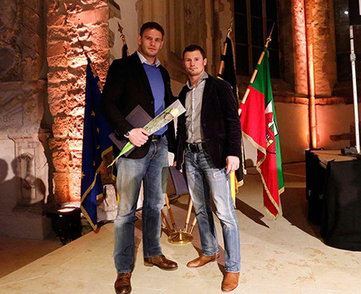 Sie waren stellvertretend für die erfolgreichen SES-Sportler des Jahres 2014 auf der Ehrung der Stadt Magdeburg im festlichen Ambiente der Johanniskirche: Robert Stieglitz und Michael Wallisch, die für den WBO-Inter-Conti-Titel bzw. die Deutsche Meisterschaft, geehrt wurden.