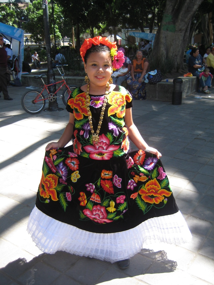 Oaxaca! Folklorico dancer, costume, Mexico, latina. -- I ...