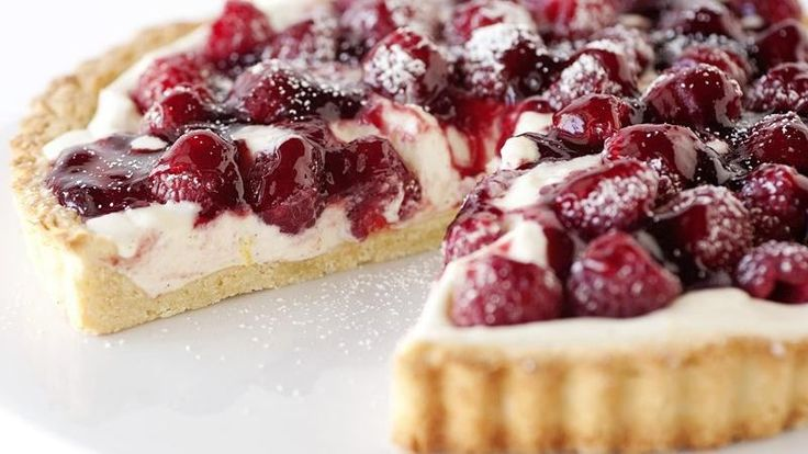 This special occasion tart uses quality ingredients like mascarpone cheese, limoncello liqueur and a real vanilla bean. A cool and creamy dessert, it requires only 30 minutes of prep time.