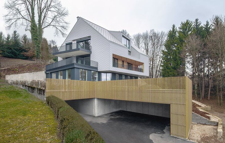The upper floors of House B.A.B.E., constructed in wood, opened up for being creative, they are slightly rotated compared to the base – partly to create a projecting roof over the entrance but also to optimize the view of the nearby mountains.