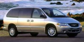 Chrysler Town & Country Minivan LXi (2000)