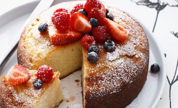 Torta allo yogurt, la ricetta senza burro per un dolce soffice e leggero | Cambio cuoco