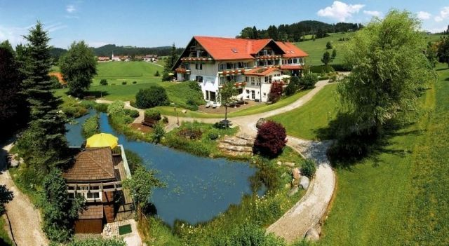 Hotel Johanneshof - 4 Star #Hotel - $104 - #Hotels #Germany #Oberstaufen http://www.justigo.co.nz/hotels/germany/oberstaufen/kur-und-golfhotel-johanneshof_205126.html