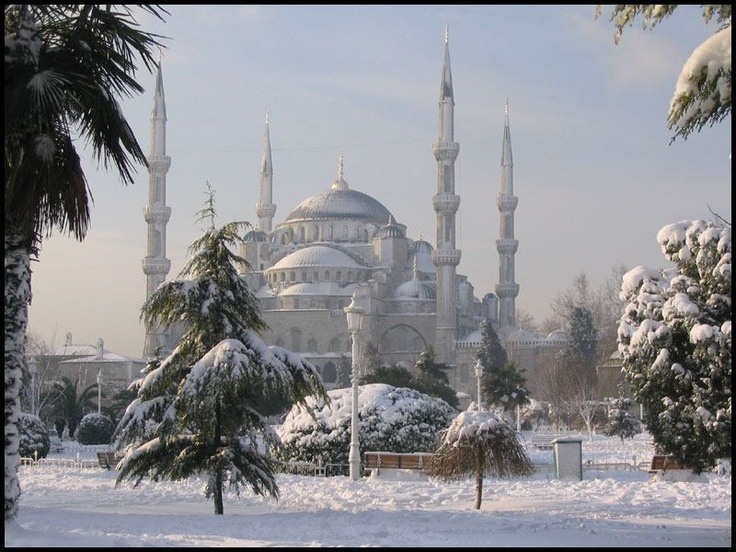 The Blue Mosque and Snow in Istanbul  Photo taken by Antonio Manlio Nieto 2012