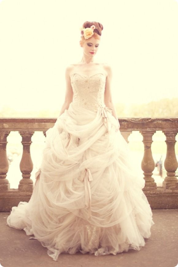 Ian Stuart. I love Ian Stuart! His dresses have such a vintage feel.