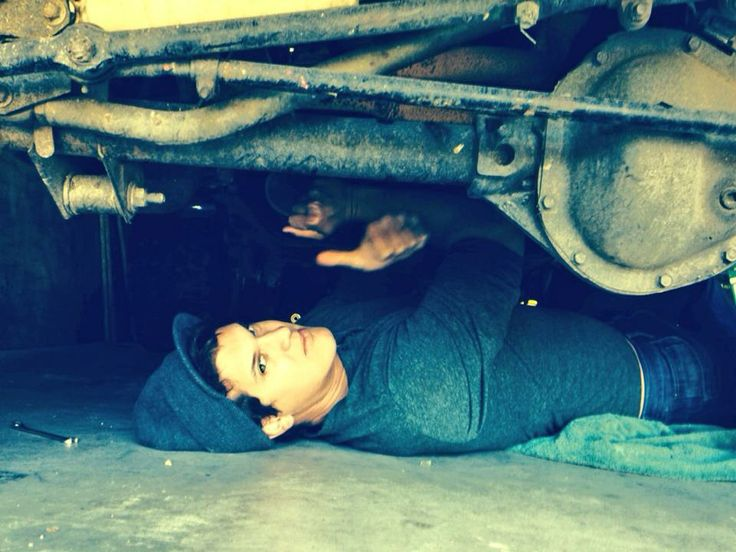 Jon Pardi can come fix my cars anytime!