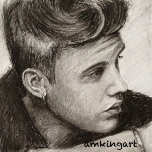 Justin Bieber in graphite and charcoal pencils