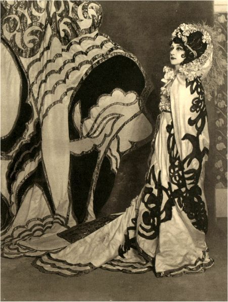 Tamamara Karsavina as Salome Russian Ballet 1913 And still looking Avant Garde 100 years later!