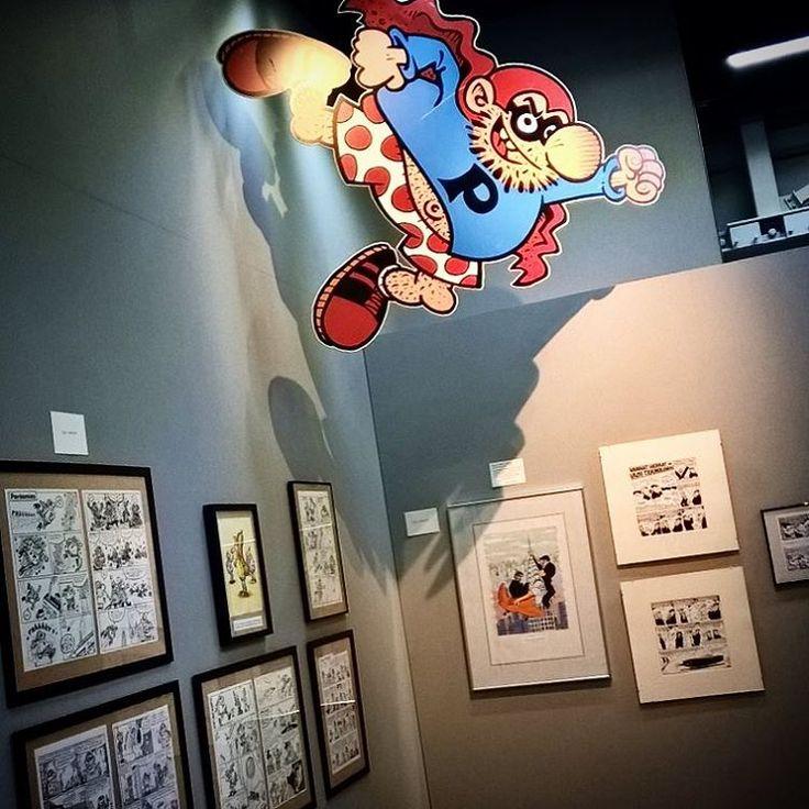 """Pahkis-näyttelyssä viilettää jo myös #peräsmies #timokokkila #sarjakuva #postimuseo #rupriikki #vapriikki"""""""