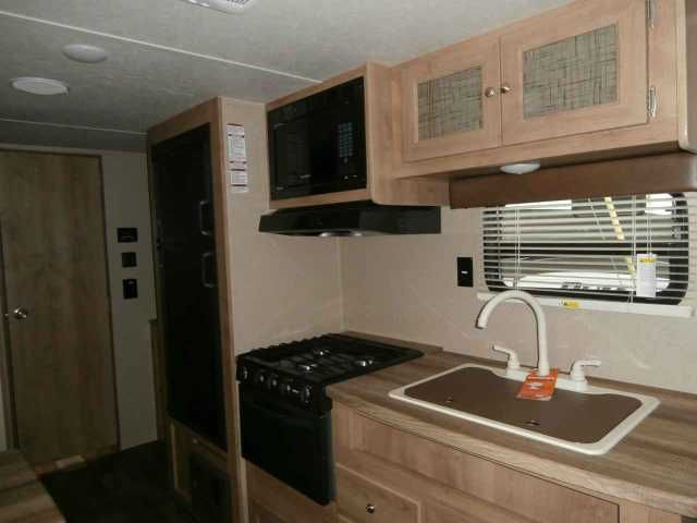 2016 New Puma 22RBC Travel Trailer in Tennessee TN.Recreational Vehicle, rv, Financing and delivery available !!! Just in and this camper is a perfect size for the family. Nice size power awning, tv bracket, outside shower, large frige, inside and outside speakers, bunks, shower w/ tub, am/fm/dvd stereo, oven, microwave, spare. Call us for more info.