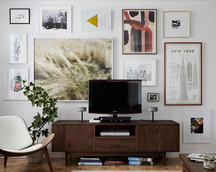Art behindi the TV...could do this on my wall, for sure...