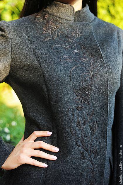 Купить или заказать Пальто женское с вышивкой. Вышитое шерстяное пальто 'Элегантность' в интернет-магазине на Ярмарке Мастеров. Темно-серое женское вышитое пальто. Строгое, стильное, без лишних деталей, женское пальто с вышивкой. Элегантная вышивка полностью ручной работы без использования машинки. Очень аккуратная, ненавязчивая вышивка в тон ткани. Пальто станет роскошным приобретением для любителей изысканных вещей. Удачное сочетание простоты и шика. Ткань - шерсть 100%, Италия. Пал...