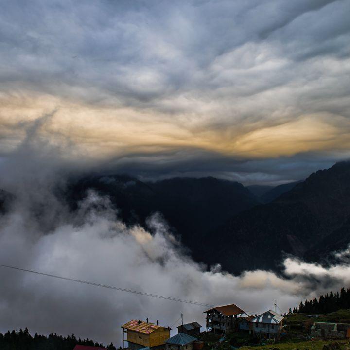قرية جيتو Gito حتى طلعنا لهذه القرية بأعالي الجبال وإلي هي بعيده جدا عن كل المدن المحيطه خاطرنا لحتى وصلنا لهناك كانت الطريق صعبة Adventure Outdoor Clouds