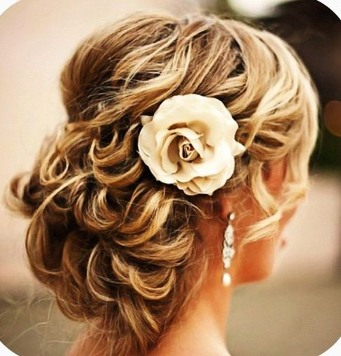 Cute hair for wedding day! More like AWESOME hair for a wedding day!!!!