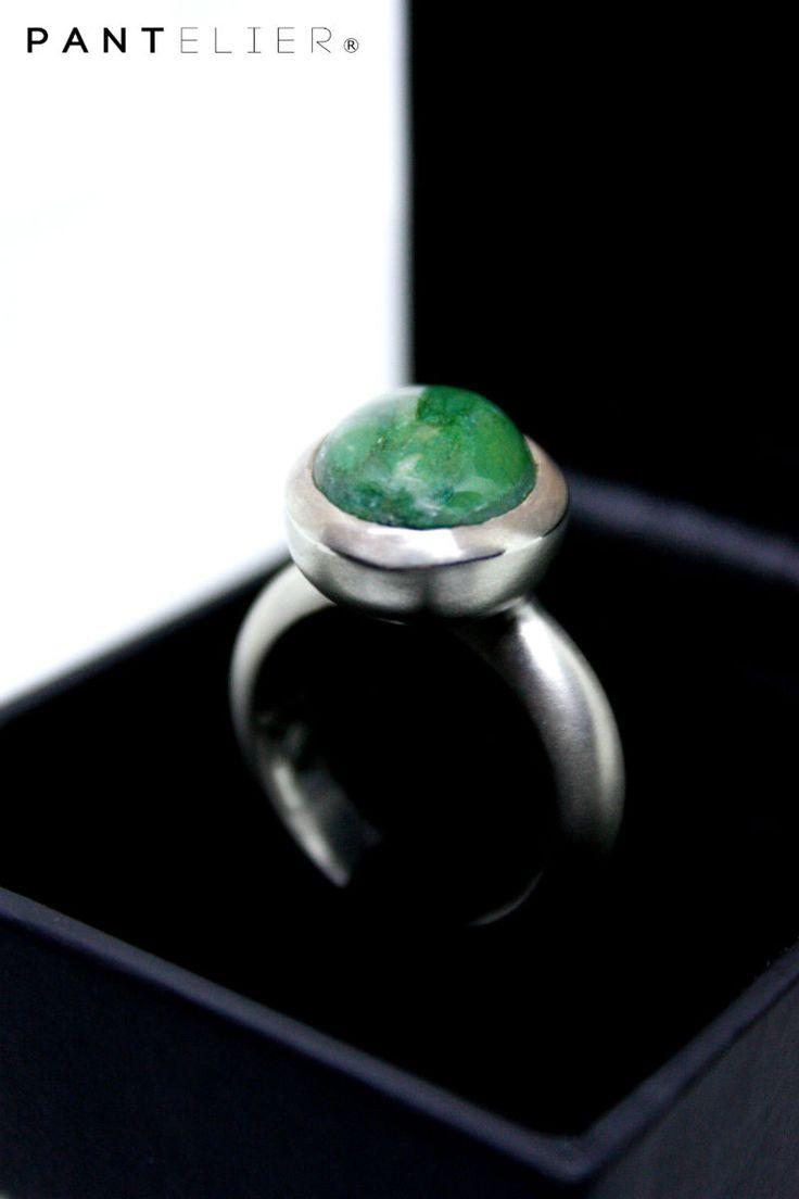 La asimetría también es bella.  Nuevo encargo, nueva pieza única.  Seducción asimétrica da nombre a este particular anillo de plata con jaspe africano, acabado mate y un toque de óxido.  #jaspe, #plata, #silver, #gemas, #asimetría, #belleza, #joyas, #arte, #verde, #semipreciosas, #piedras, #único, #seductor, #pantelier, #encargos, #asimetríabella, #piezaúnica  #BDIFFERENT, #BWILD, #BPANTHER.