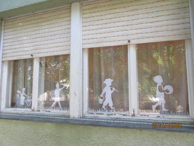 Gyönyörű ablakdekoráció - sablonokkal