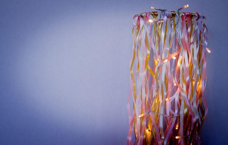 DIY nem lampe af satinbånd! Se mere på:  http://www.blog.bog-ide.dkIMG_8775