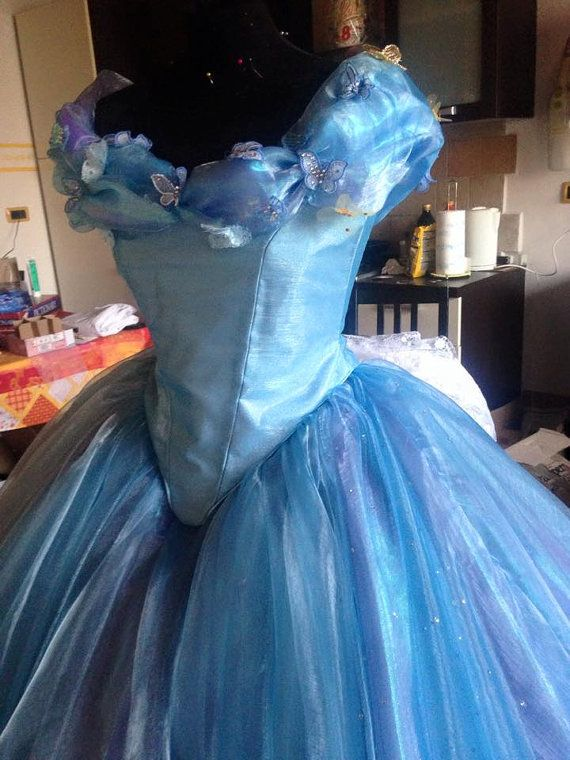 La Cenicienta Disney Movie 2015 Ella azul vestido por liliemorhiril