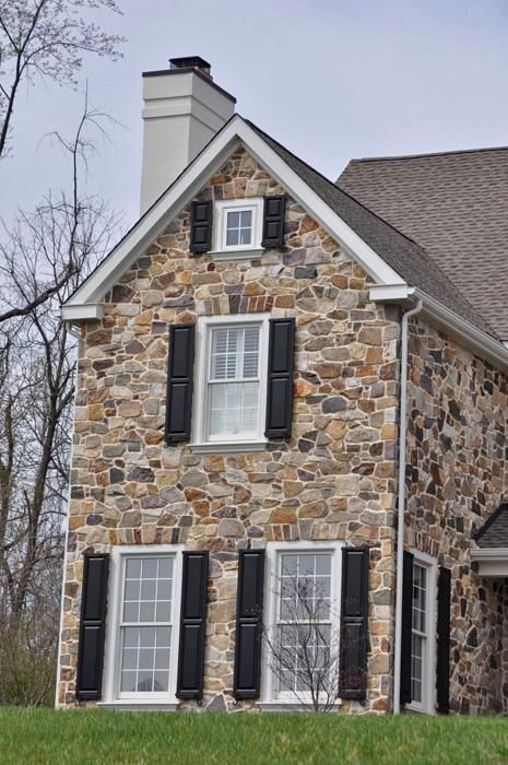25 best ideas about stone veneer exterior on pinterest for Stone facade house