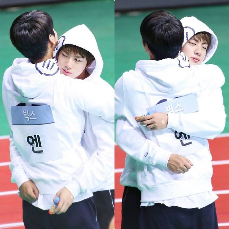 170116 - Jin (bts) & N (vixx) @ ISAC What I see: #2Mums appreciating each other, and cheer each other on~ #VIXXN #BTSJIN