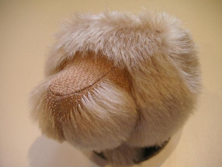 To trim the muzzle of your bear, you'll simply need a good pair of sharp embroidery scissors and a mohair brush (Fur Reactivator Brush).    ...