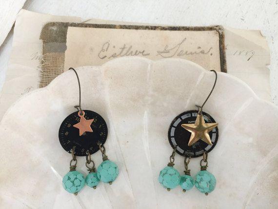 minuteries ~ upcycled regarder visage boucles d'oreilles, pendants, boucles d'oreilles, boucles d'oreilles horloge, steampunk, perlé boucles d'oreilles, bijoux objet trouvé, assemblage