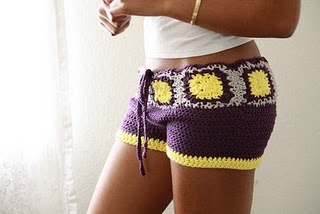 My sister went nuts for this crochet shorts! She's nagging me to make one for her.  For sale in ZZAG's Etsy Shop: http://www.etsy.com/listing/52422416/crochet-shorts-purple-yellow-and-grey