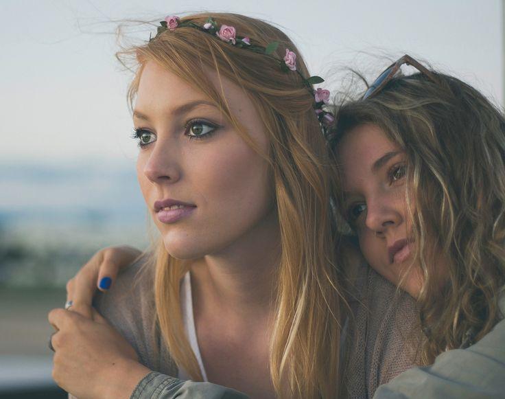 Be sure to wear some flowers in your hair! DIY! So macht Ihr Euch Blumenhaarkrä…