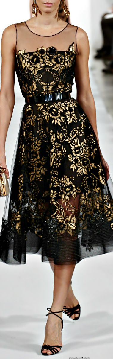 Oscar de la Renta ● FW 2014. Beautiful dress, lines that seem classic in a style that is modern. This is how Dark Winter wears gold, a little darker, almost bronze, a little duller. Light and ultra-shiny gold is better on Bright Winter, too glittery and inexpensive looking on a Dark, distracting from the woman, and better with sugarplum lipstick.