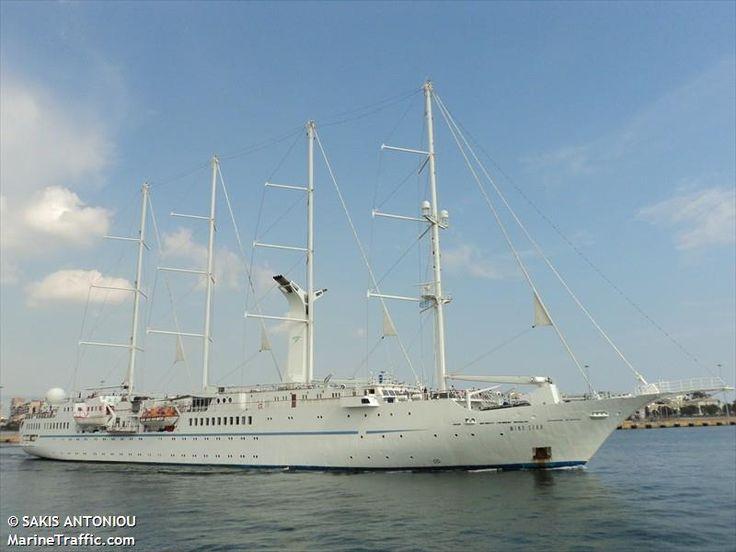 Το Wind Star αποπλέει από τον Πειραιά. 21/05/2011.
