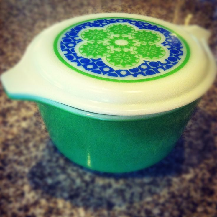 Vintage Pyrex crazy quilt - I've found the lid; now to get the dish.