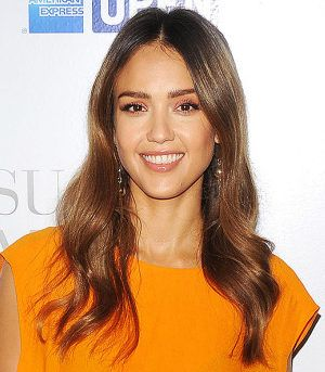 Jessica Alba Hair Color 2017 HAIR COLOR FORMULA  Balayage: Oway Hcolor 90.1 Ash Super Bleaching Blonde + Oway Hcatalyst 40 Volume Cream Developer             After processing, rinse and shampoo with Organic Way Hbalance Shampoo. Follow up with Organic Way Hbalance Mask (this back bar color tool will seal and close the cuticle). Leave Hbalance Mask on for 2-3 minutes, then rinse and style.