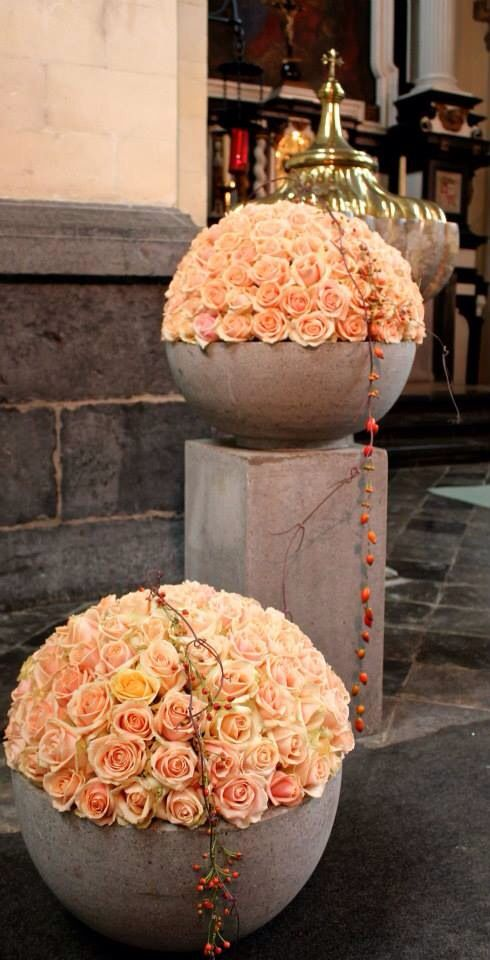 #rose sphere an interesting concept teamed with stark stone, the Floral display looks chic