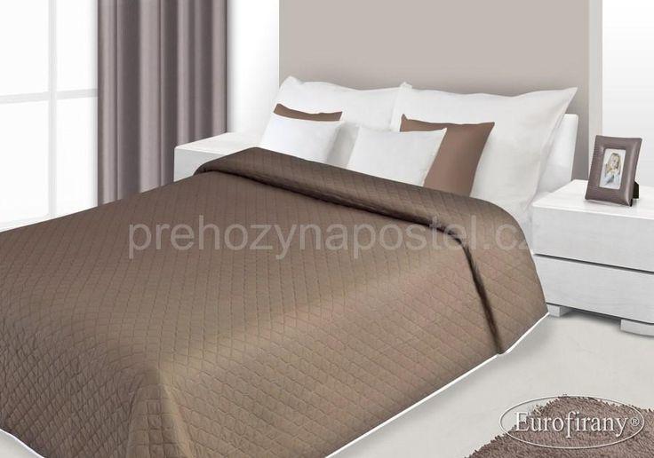 Hnědý oboustranný přehoz na postel