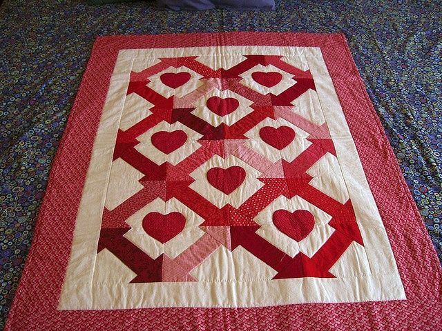 124 best VALENTINE QUILTS images on Pinterest | Crafts, Bright ... : valentine quilt patterns - Adamdwight.com
