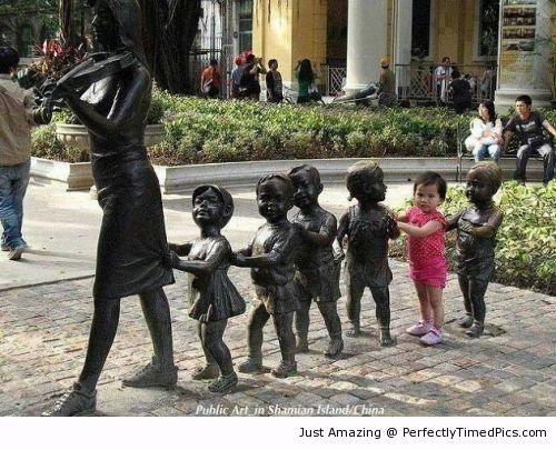 Kid joining the art formation | Perfectly Timed Pics