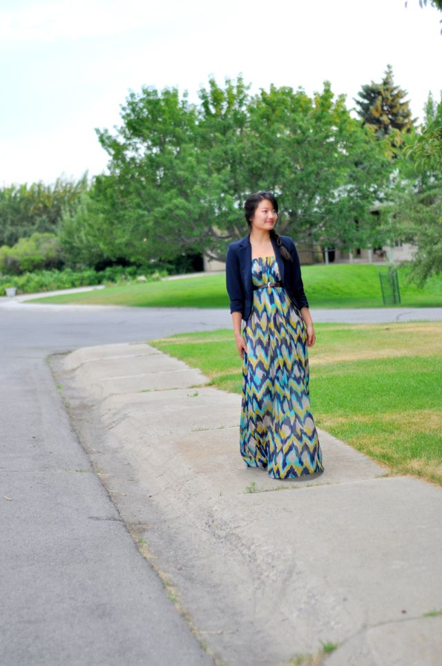 C: The one hour 2-in-1 Maxi dress or skirt tutorial. In love with the Maxi dress...wore them all summer and seeing them in the stores for Autumn, so I'm still gonna be happy to wear them.