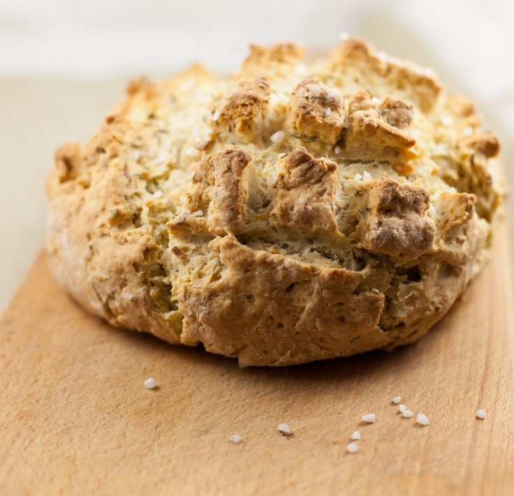 Fast bread with olives and roasted onion.Ekspresowy chleb z oliwkami i prażoną cebulką.
