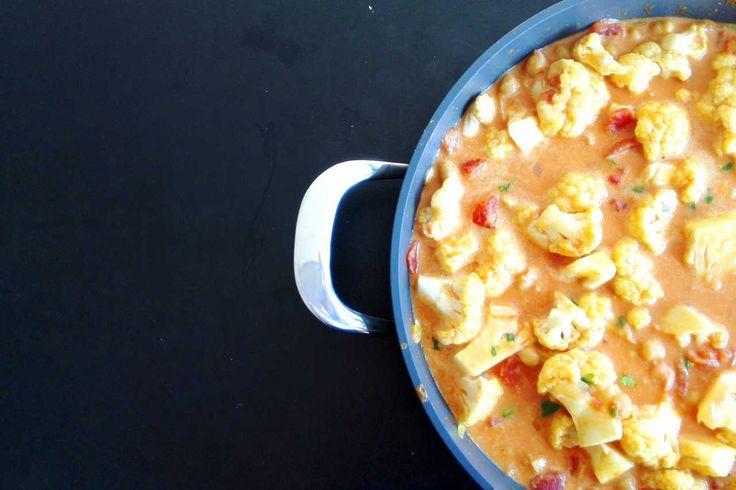 Recept // Bloemkoolcurry met kikkererwten http://blog.stephaniebaumers.be/2017/03/30/recept-bloemkoolcurry-met-kikkererwten/