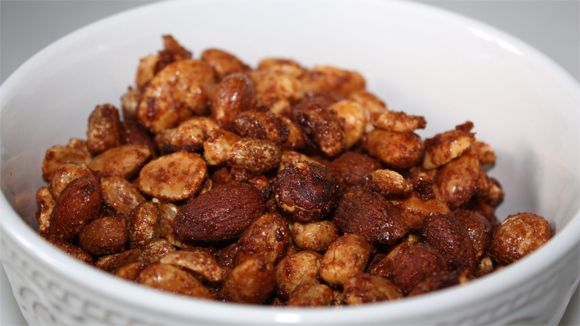 Diese würzigen Nüsse sind ein toller Partysnack oder einfach lecker für Momente, wo man mal etwas deftiger Naschen möchte. Das Rezept ist a...