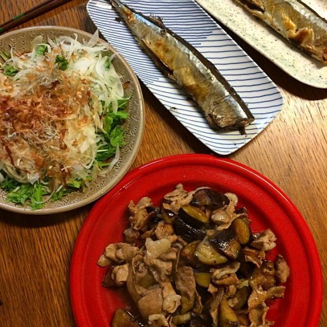 子どもも自分なりにさんまをキレイに食べようと努力してるけどまだまだかな(・ω<) てへぺろ - 4件のもぐもぐ - ★豚肉となすびのにんにく醤油炒め★さんまの塩焼き★水菜とスライスオニオンのサラダ by kate397