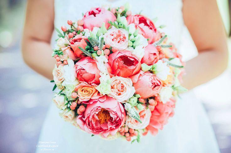 Букет невесты с коралловыми пионами #букет #невеста #пионы