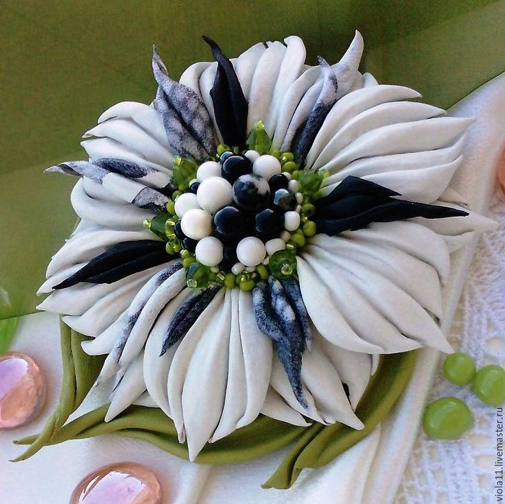 """Купить """"Далматин"""" Брошь кожа натуральные камни зеленый - чёрно-белый, цветок, брошь из кожи"""