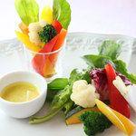 美菜ダイニング NICO - 料理写真:彩り野菜の豆乳バーニャカウダー 530円(Lサイズは 840円)