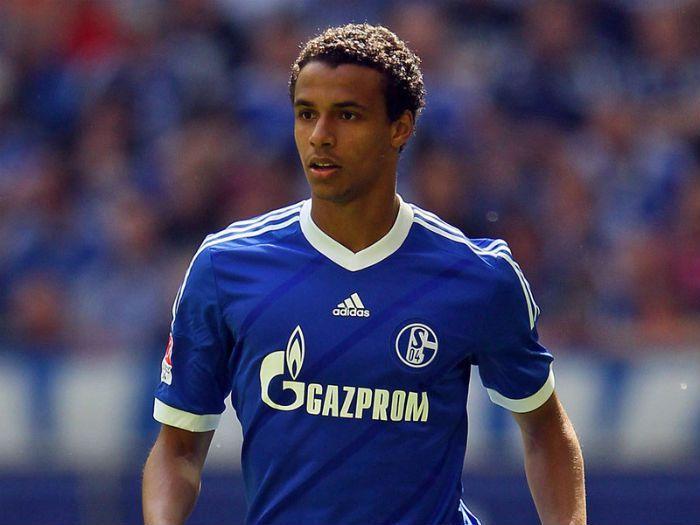 Berita Bola Terkini - Schalke 04 akan segera mengumumkan masa depan Joel Matip yang kontraknya akan berakhir di musim panas