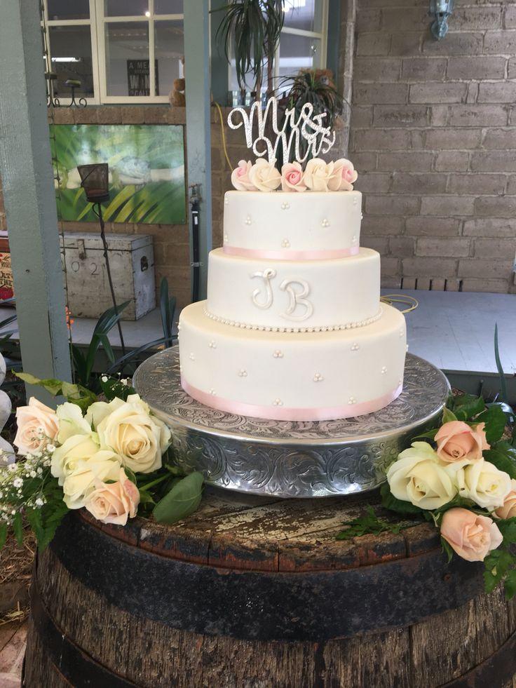 Wedding cake her Julia and Ben