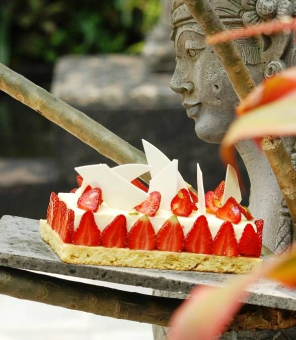 "Breton Cheese Cake (Baked cheese cake, crispy ""Britanny"" biscuits, fresh strawberries)"