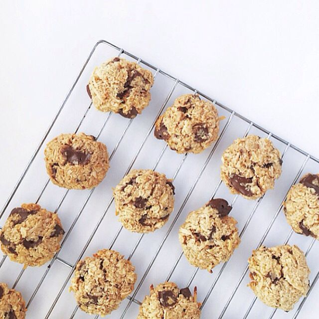 Choc oatmeal cookies. Recipe via The Healthy Chef #chocchipbiscuits #chocolate #biscuits #refinedsugarfre