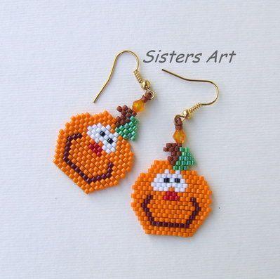 """Orecchini """"Orecchinzucca"""" per Halloween realizzati con perline Miyuki delica, by Sisters Art, in vendita su http://www.misshobby.com/it/negozi/sisters-art"""