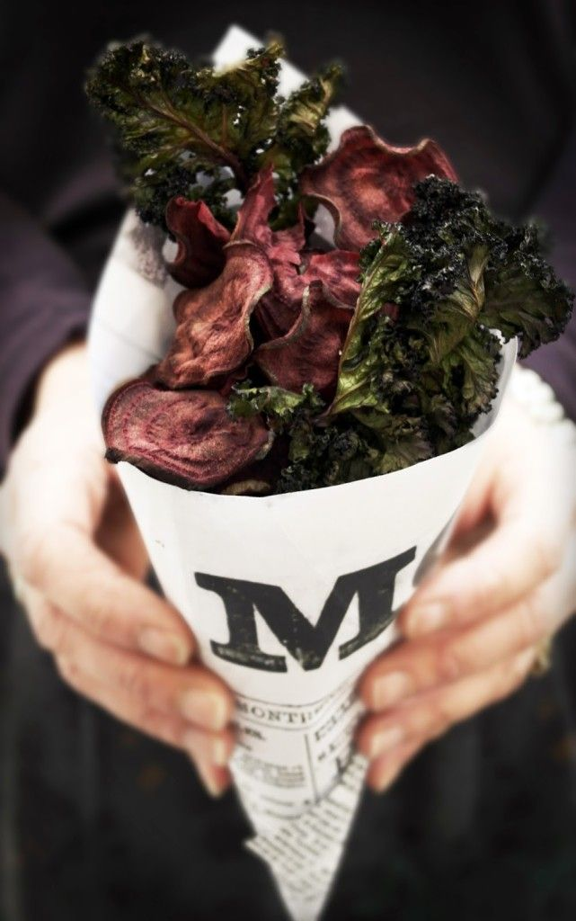baked beet and kale chips, healthy crisp snack to have on hand for guests to nibble on while your finishing dinner